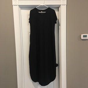 NWOT black short sleeve v-neck maxi dress